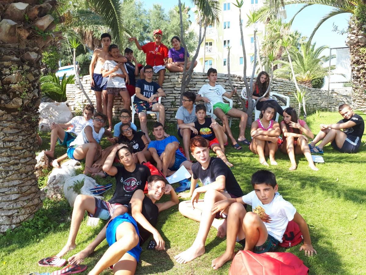 HOTEL DOMUS > EMOZIONI IN BARCA A VELA > JUNIOR > Archivi --Giocamondo_Domus_2018_2T_VELA_giorno140007