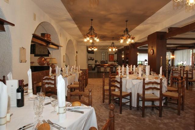 Informazioni e contatti Strutture --Hotel-Antico-Borgo-estate-insieme