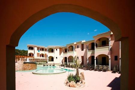 Informazioni e contatti Strutture --Hotel-Baia-delle-Mimose-estate-insieme